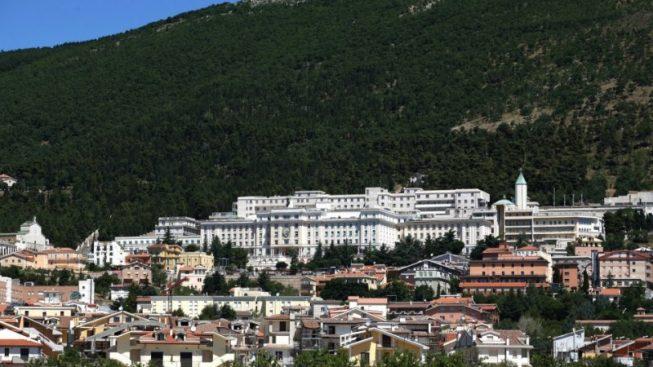 Emergenza COVID-19, dopo pellegrinaggio a San Giovanni Rotondo muore un 71 enne, 22 i contagiati, tra loro bambini e insegnanti