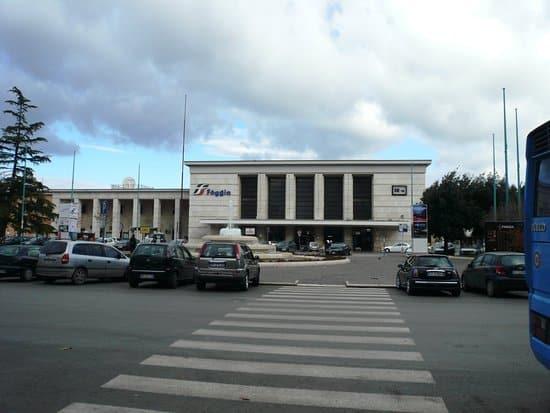 Puglia, troppi contagi a Foggia, nuova stringente ordinanza del Sindaco, mascherine all'aperto in qualsiasi ora, e vietato bere e mangiare all'aperto