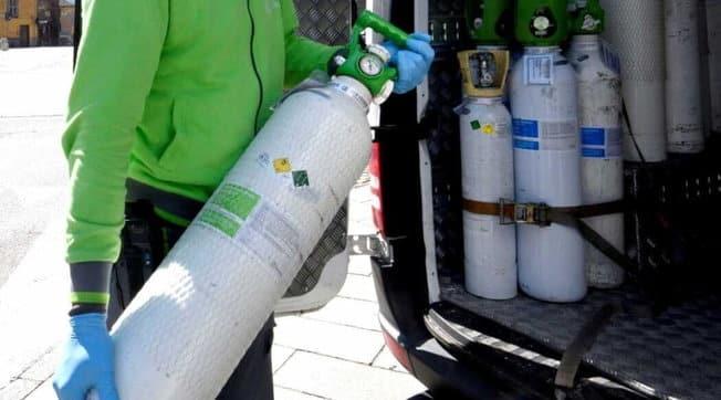 Emergenza Covid-19, in Campania mancano le bombole d'ossigeno, i sub decido di donare le loro