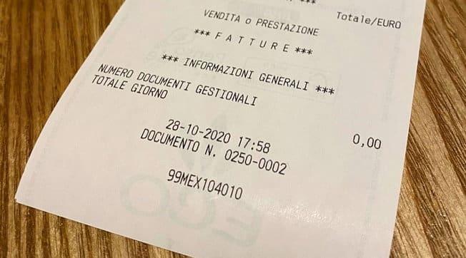 """Emergenza Covid-19, giovani gestori di un ristorante chiudono l'attività alle 18 con uno scontrino da zero euro ma non si abbattono """"Torneremo a sorridere"""""""