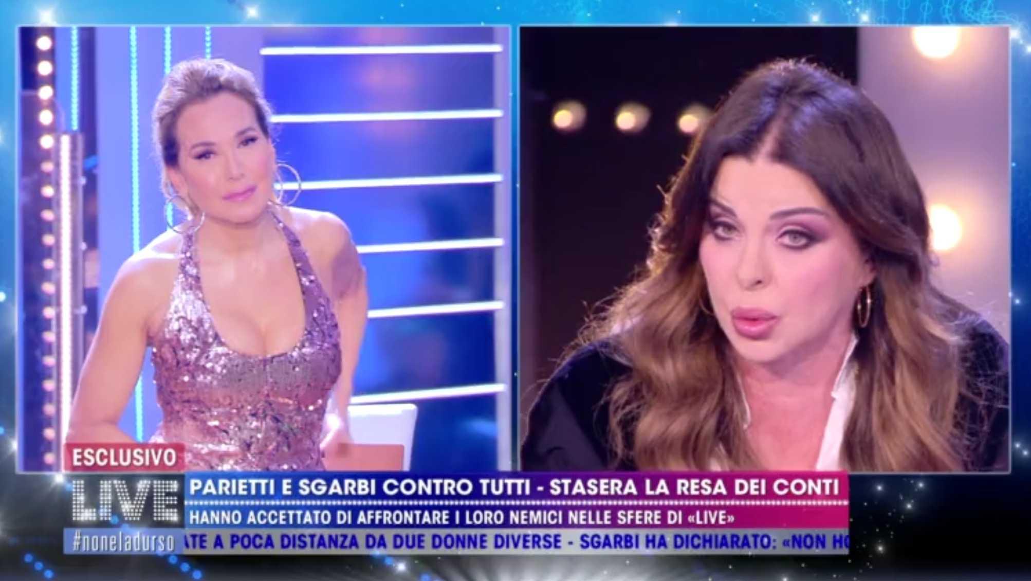"""Alba Parietti prima offende Barbara D'Urso e poi va ospite nei suoi programmi e dice """"Vi spiego perché mi sto comportando così"""""""