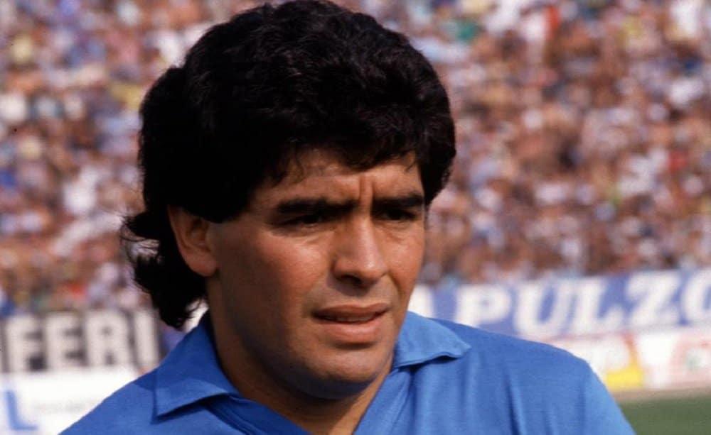 Il Pibe de Oro ora gioca tra gli angeli, Diego Armando Maradona è morto a 60 anni