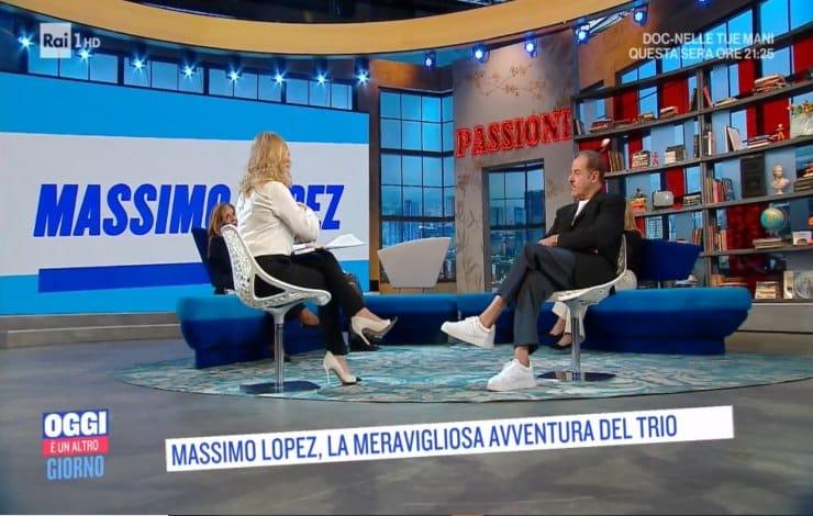 """""""Oggi è un altro giorno"""" momenti di tensione, Serena Bortone fa una richiesta con insistenza a Massimo Lopez che le risponde """"Ti ho detto che non mi va"""""""