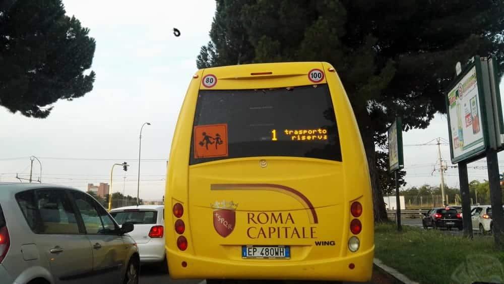 Roma, bimbo di tre anni dimenticato per quattro ore su uno scuolabus, il mezzo era stato parcheggiato in un deposito
