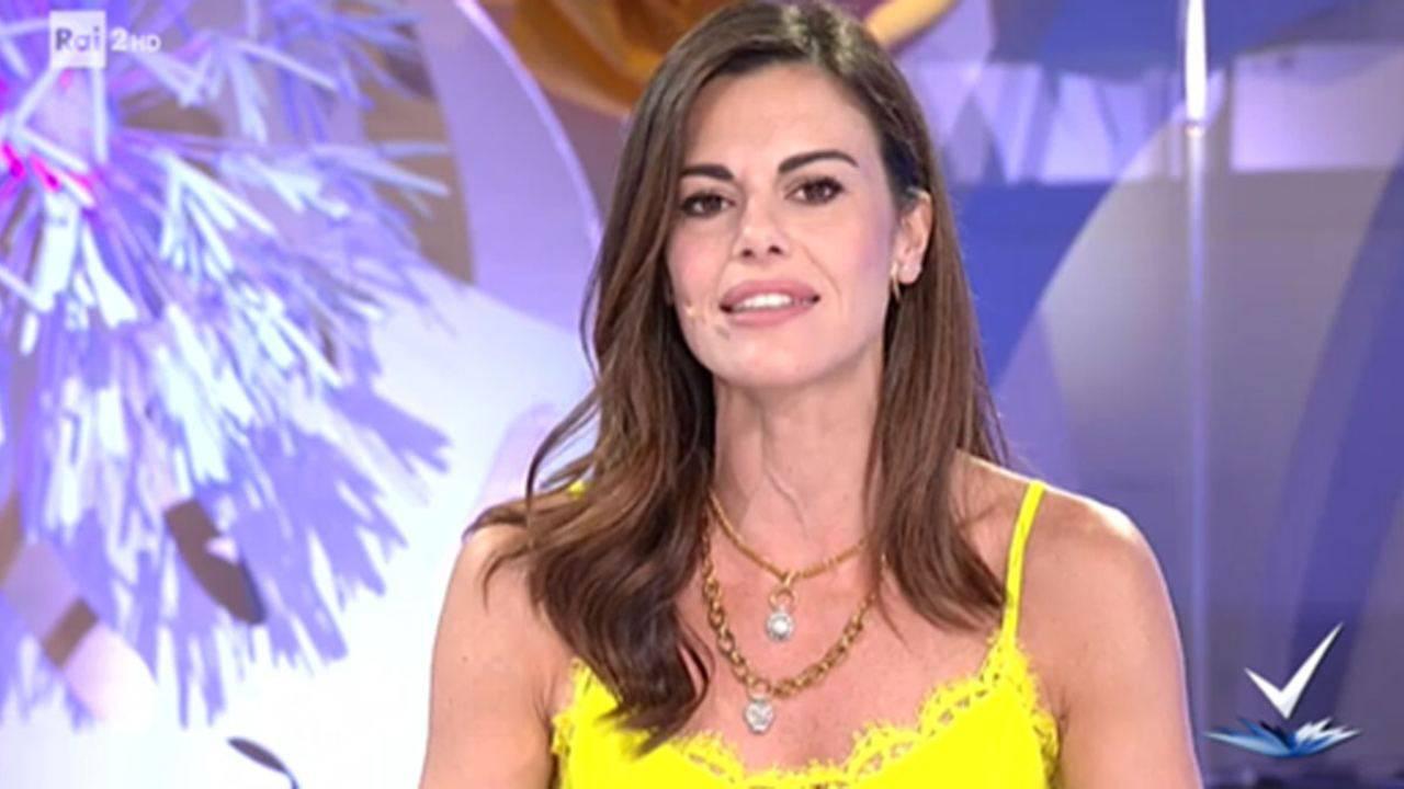 Bianca Guaccero riceve i complimenti per la sua trasmissione e lancia una frecciata velenosissima a Barbara D'Urso, il web la applaude