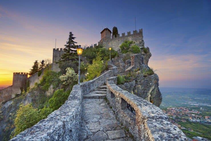 Emergenza Covid-19, la rabbia dei ristoratori e dei gestori delle discoteche italiani, a San Marino non esiste lockdown, tutto aperto senza limitazione d'orario