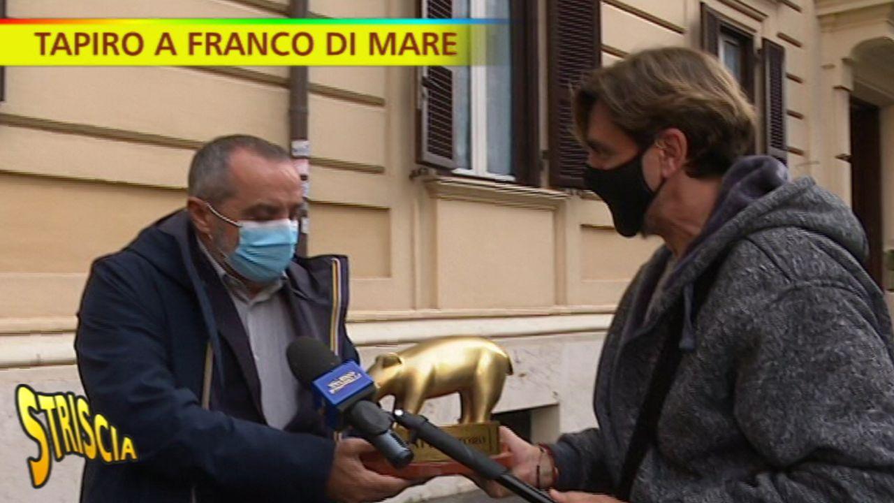 """Franco Di Mare, Striscia gli consegna il tapiro per la questione Mauro Corona e lui dice: """"Non è mia la decisione di non volerlo più ma di …."""""""