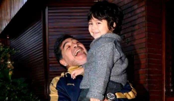 Maradona,  l'ultimo suo straziante messaggio prima di chiudere per sempre gli occhi è una dichiarazione di eterno amore per il figlio Dieguito