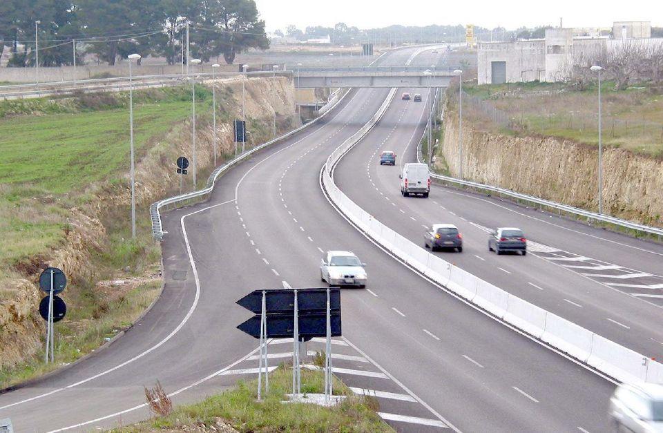 Superstrada Taranto-Brindisi lunghi attimi di paura, 80enne guida per 20 chilometri contromano