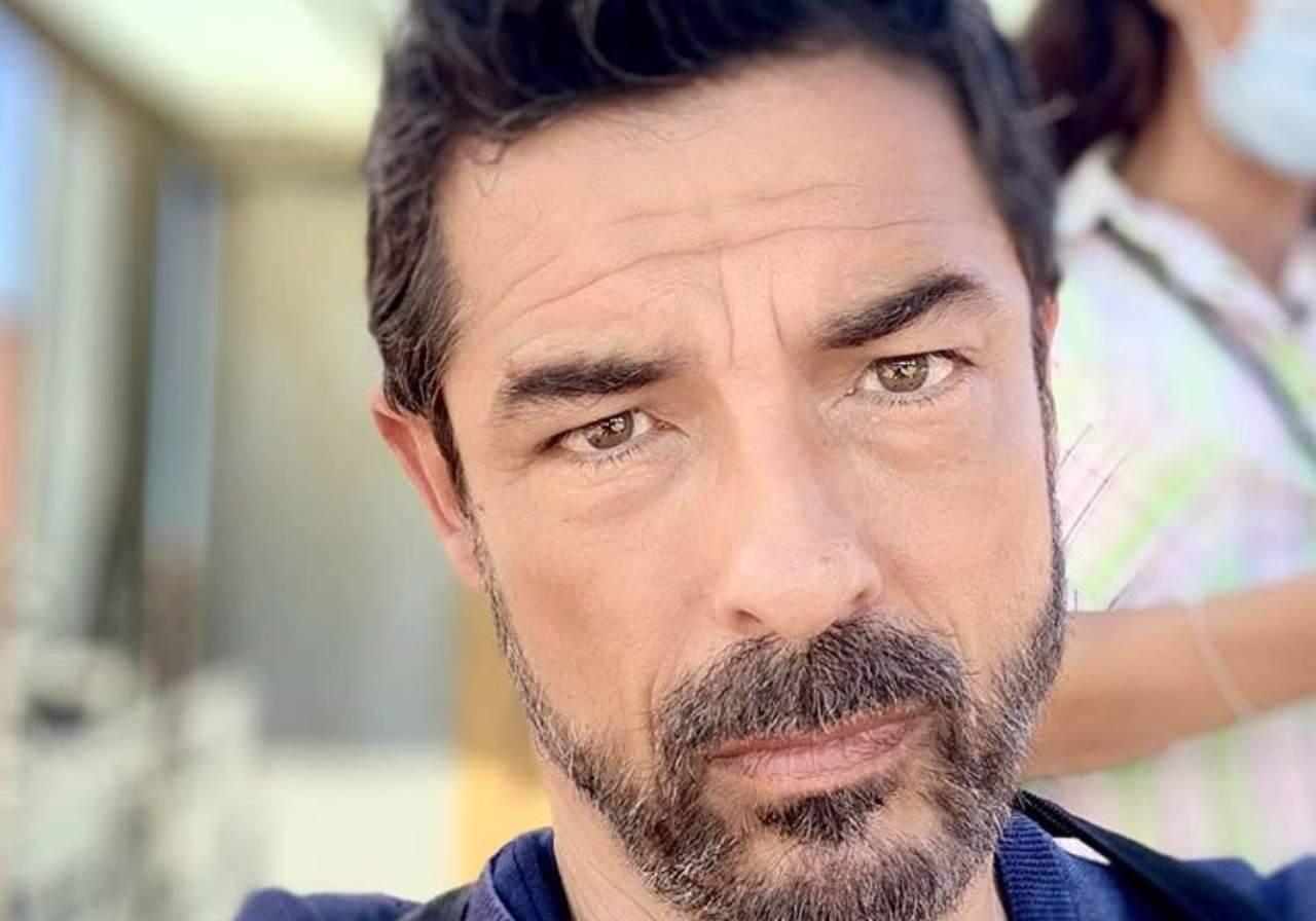 """Alessandro Gassman durissimo con Alfonso Signorini: """"La sua trasmissione volgare e  …"""", il web si infiamma"""