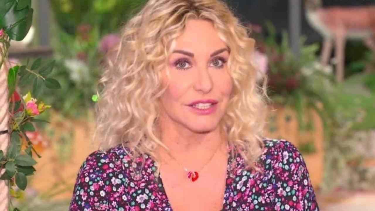 The Voice Senior, Antonella Clerici contro uno dei giudici, in studio cala il gelo