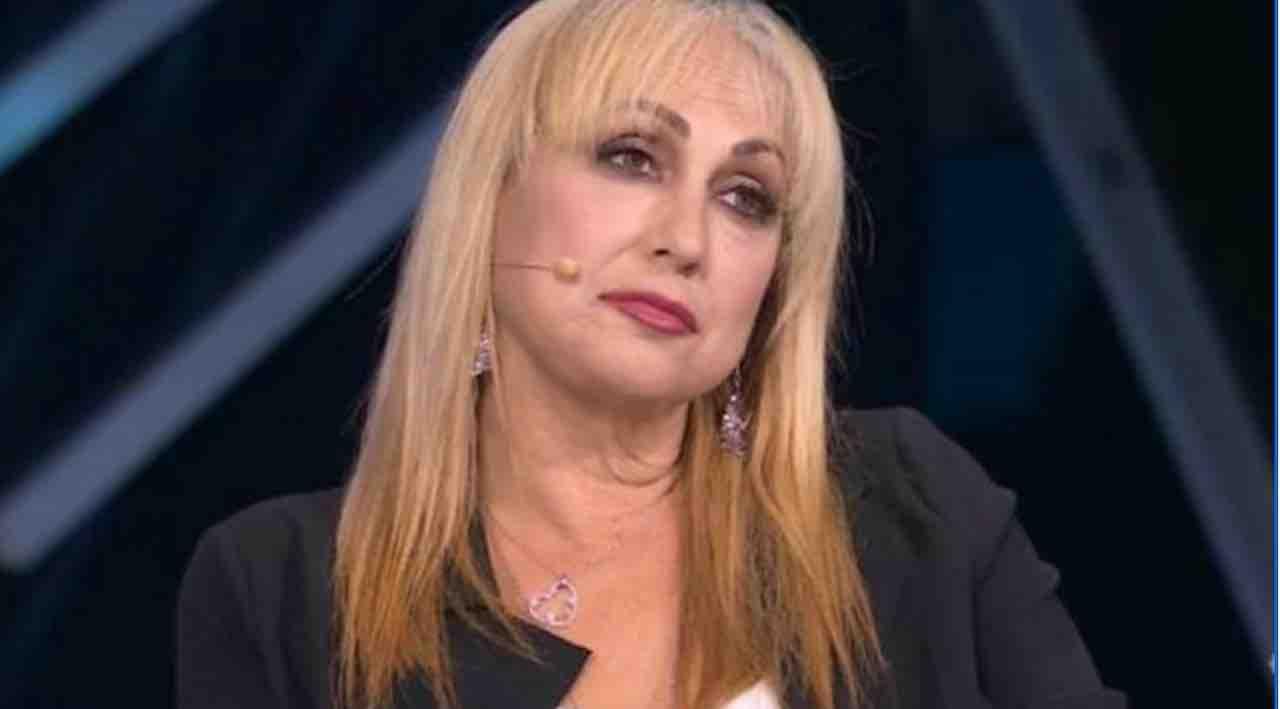 """Amici, attacco violentissimo ad Alessandra Celentano: """"Brutta bestia …"""", la reazione della Celentano"""