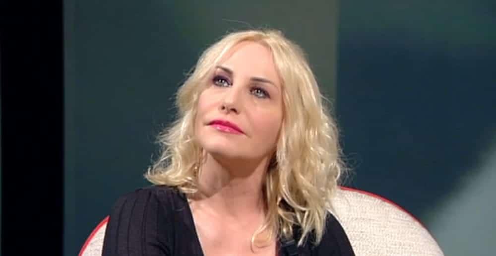 """Oggi è un altro giorno, Antonella Clerici """"Mia sorella finge di non conoscermi"""", Serena Bortone rimane senza parole"""