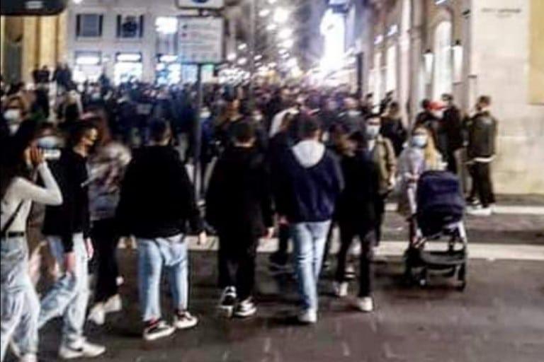 Decaro blinda Bari, Per il 24 e 31 dicembre chiusura obbligatoria per i negozi alle 13, per bar e ristoranti alle 11