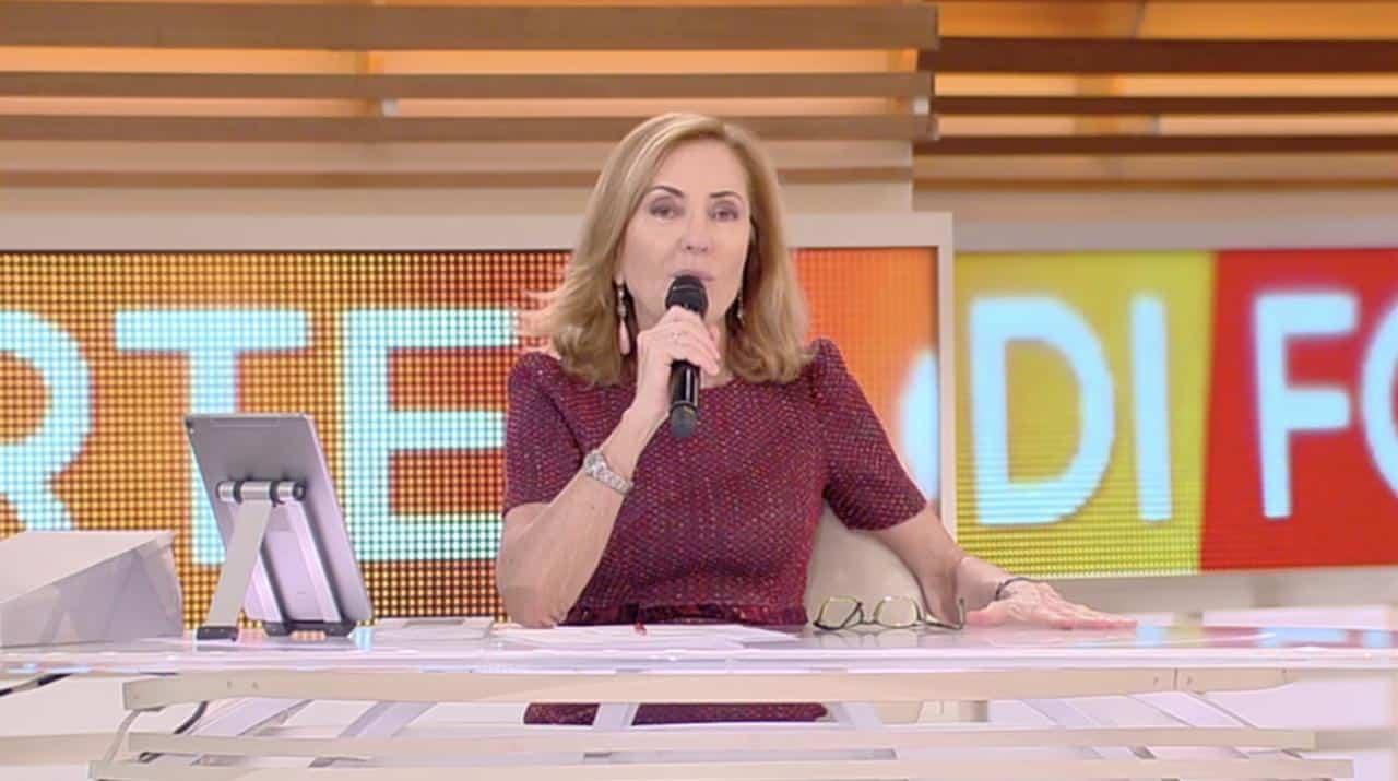 """Forum, attacco a Barbara Palombelli """"ridicolo teatrino"""", Maurizio Costanzo dice la sua senza peli sulla lingua"""
