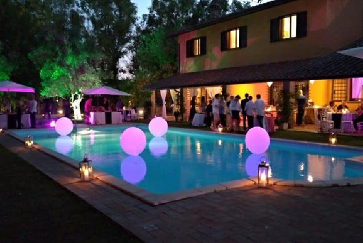 Lussuosa festa in villa con 13 partecipanti, al taglio della torta arrivano i Carabinieri, multe per 5.200 euro