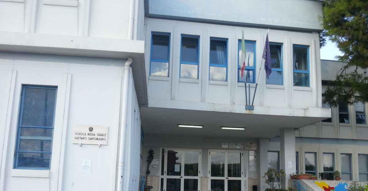 Bari, lezioni in presenza sospese alla scuola Santomauro, positiva Preside dell'Istituto