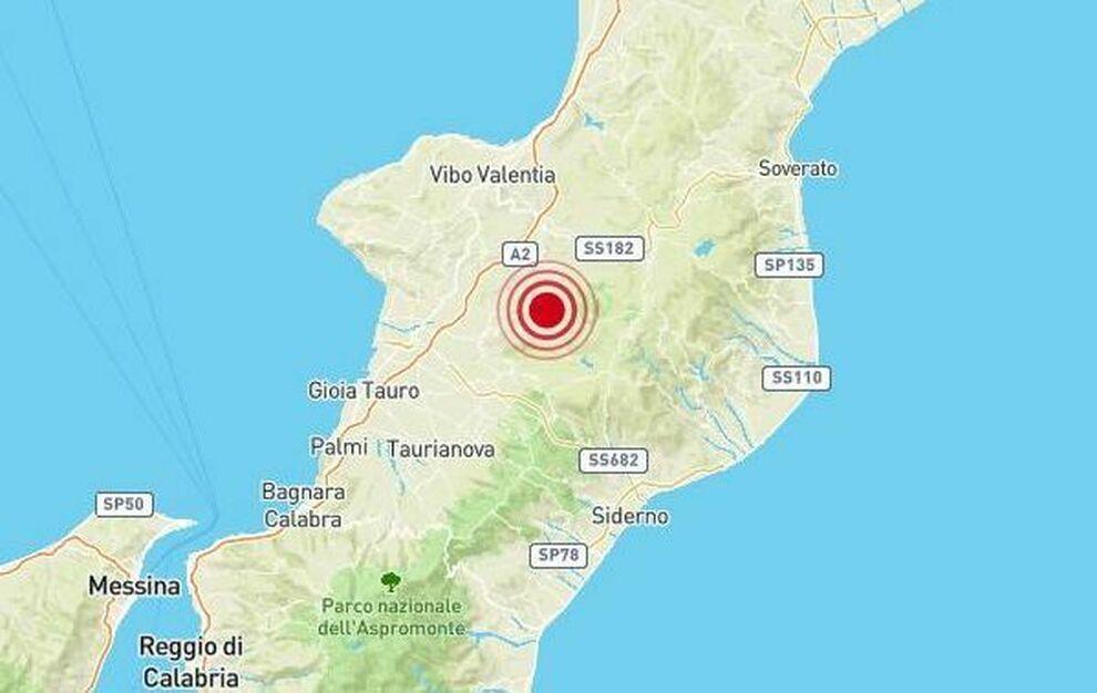 Terremoto in tempo reale, scossa nella notte in Calabria, trema la terra a Reggio