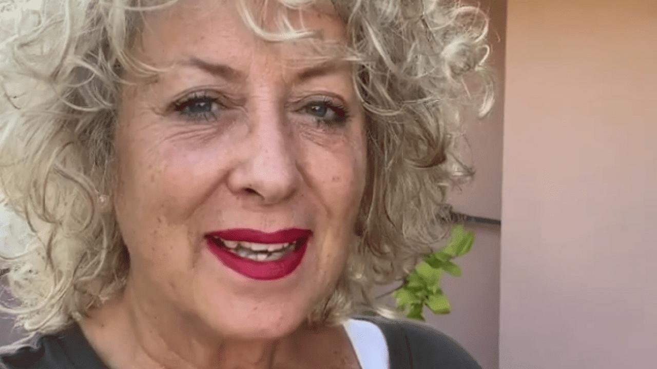 """Carolyn Smith e la lotta contro il tumore, aspetta la data di una visita importante e dice """"non sono tanto tranquilla"""""""