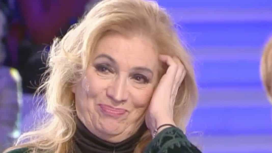 """Verissimo, Iva Zanicchi: """"Ero una sporcacciona … quando lui …"""", Silvia Toffanin in imbarazzo rimane senza parole"""