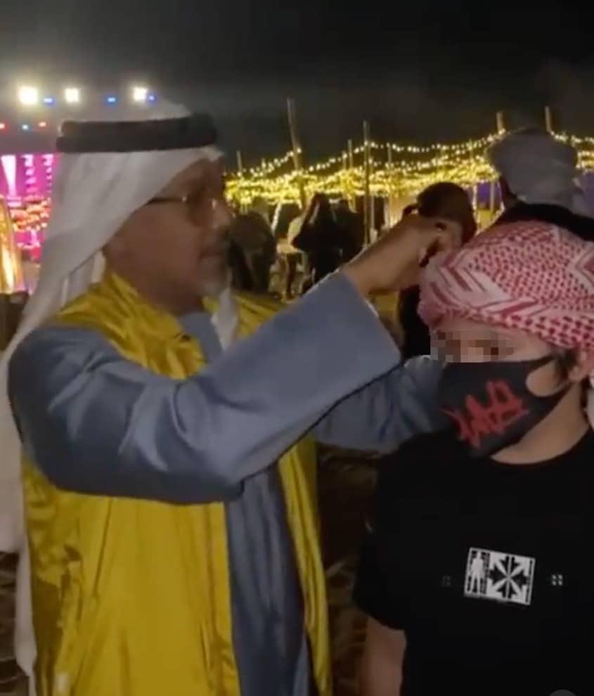 Flavio Briatore posta un video del figlio Nathan Falco mentre indossa il copricapo arabo ma il web si rivolta: «Non si può, è pericoloso e vietato…»
