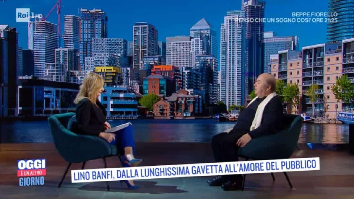 Oggi è un altro giorno, Lino Banfi fa un racconto che mette in grande difficoltà Serena Bortone che non sa come fare a rimediare, cala il gelo in studio