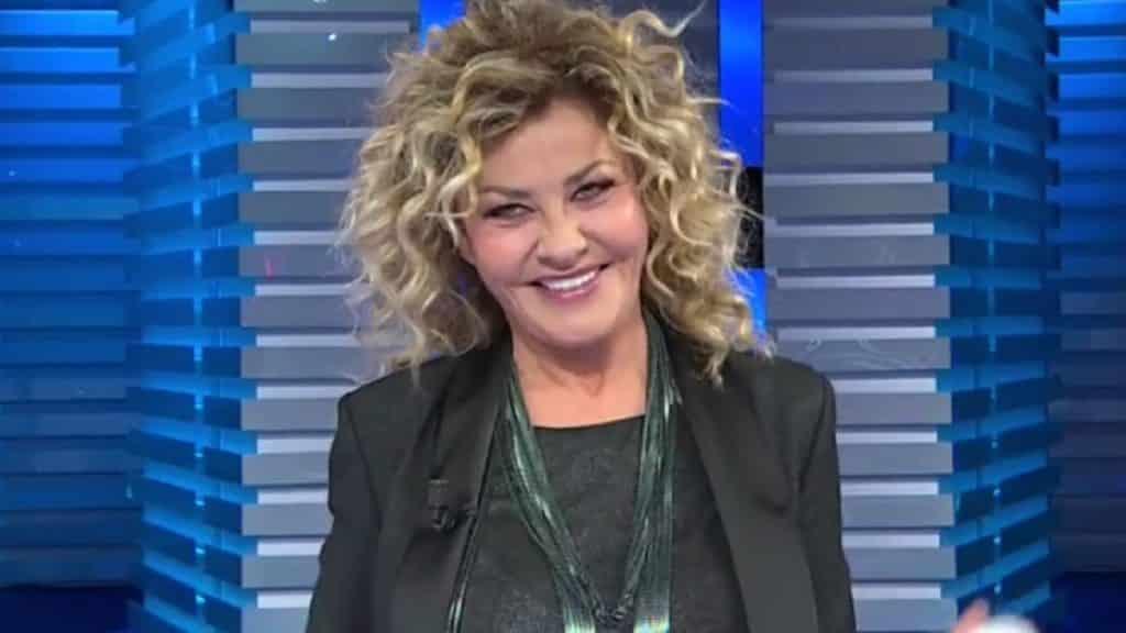 Affari Tuoi, ospite Eva Grimaldi fa una battuta molto pesante, Carlo Conti in grande imbarazzo, gelo in studio