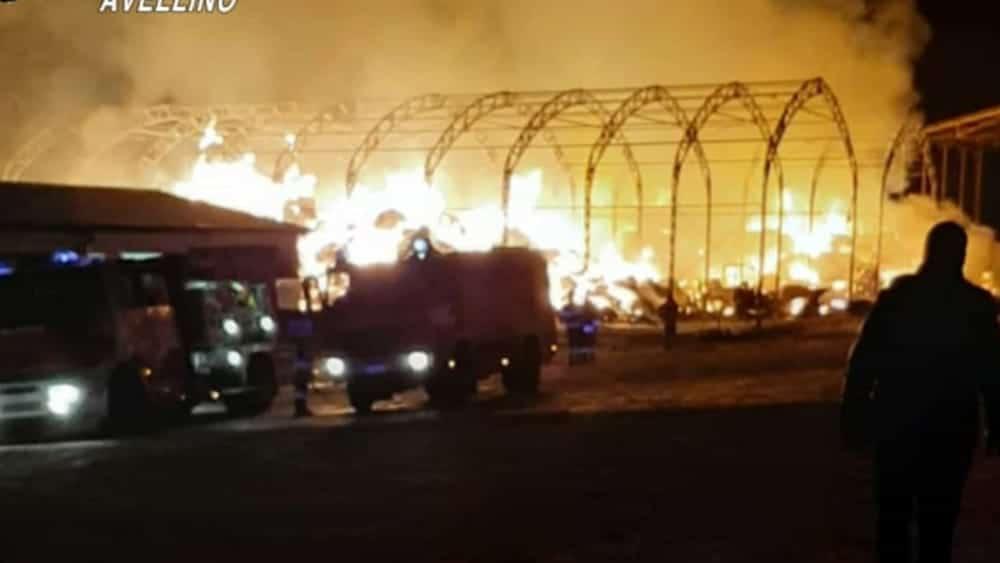 Cerignola, divampa incendio nella notte in un'azienda, operaio resta intrappolato e muore