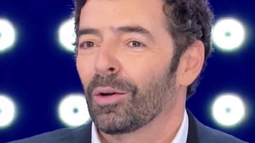 Vita in Diretta, Alberto Matano si igienizza le mani in tv ma non è chiaro se …