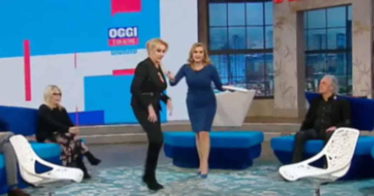 """Oggi è un altro giorno, Serena Bortone fuori di sè con l'ospite: """"metti le mani a posto"""", gelo in studio"""