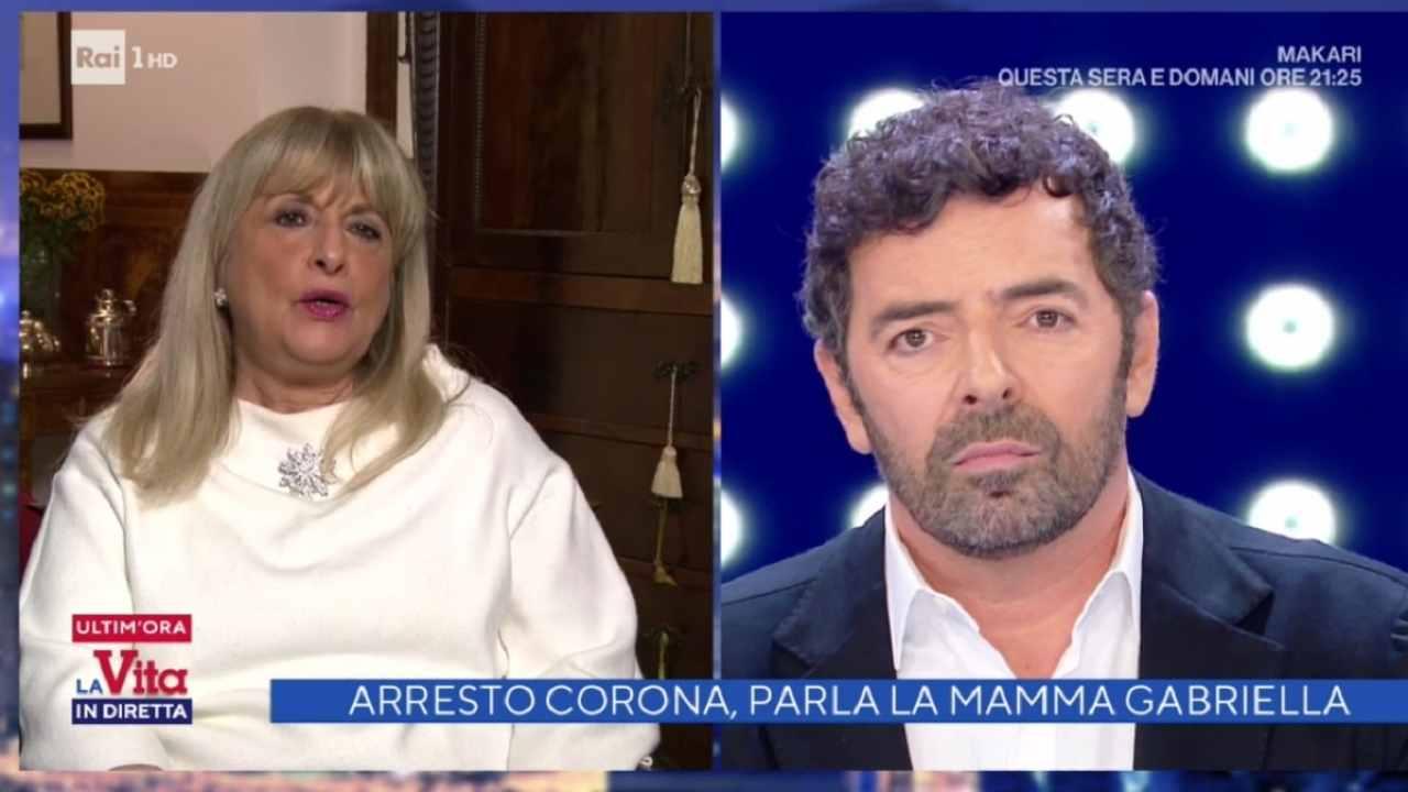 """La vita in diretta, Alberto Matano fuori di sé con la mamma di Fabrizio Corona: """"Stia attenta a come parla…"""""""