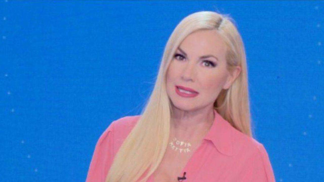 """Mattino Cinque, Federica Panicucci preoccupata, blocca l'ospite """"Non fare …"""", cala il gelo in studio"""
