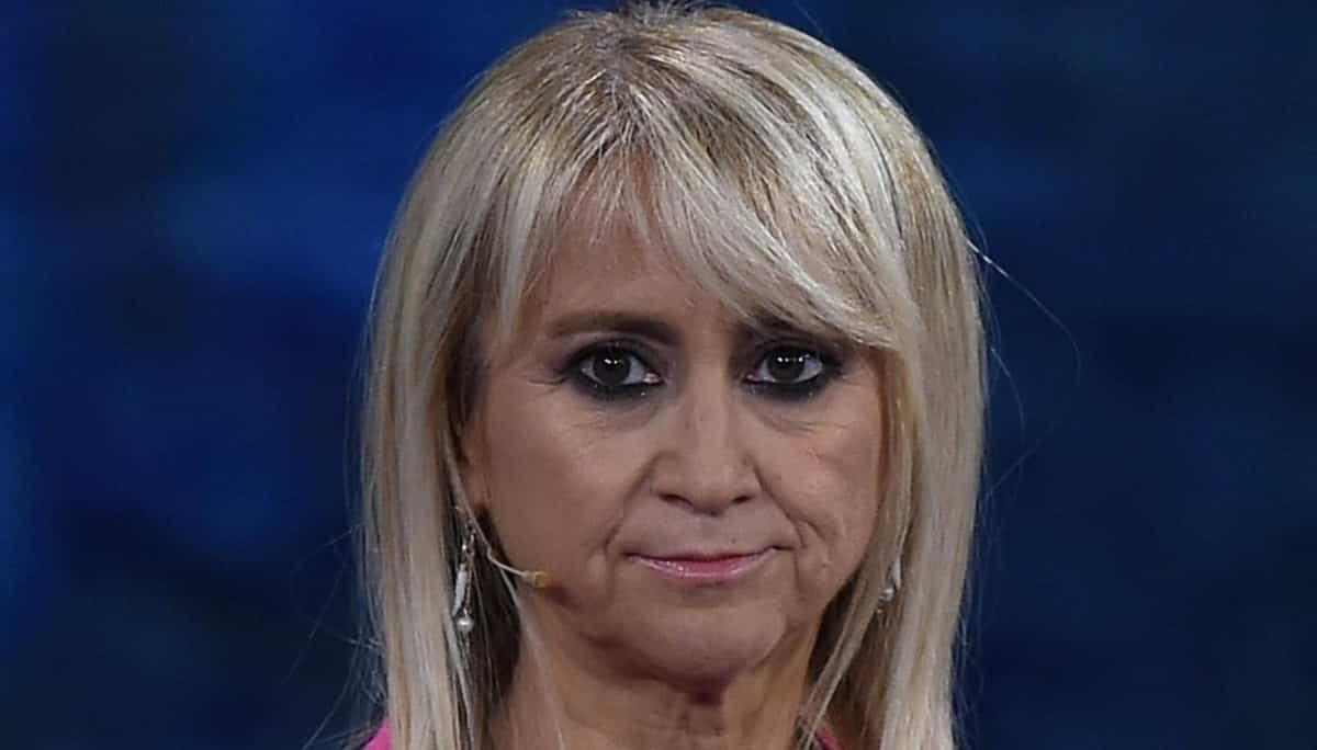 """C'è posta per te, Luciana Littizzetto lancia frecciatine velenose contro Wanda Nara """"Almeno lei non …"""""""