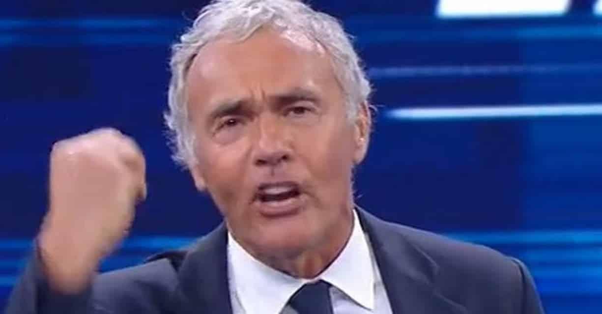 """Non è l'Arena, Massimo Giletti fuori di sè contro Selvaggia Lucarelli """"Noi abbiamo salvato vite mentre tu voti a Ballando"""" e poi mostra …"""