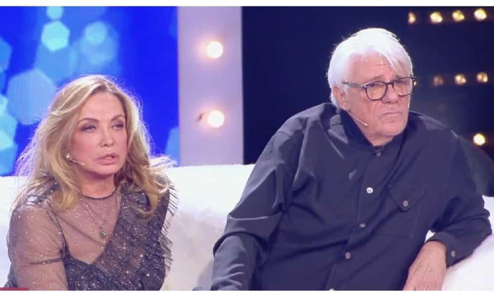 """Soliti Ignoti, Simona Izzo ad Amadeus """"Mio marito dice che tu …"""", cala il gelo in studio"""