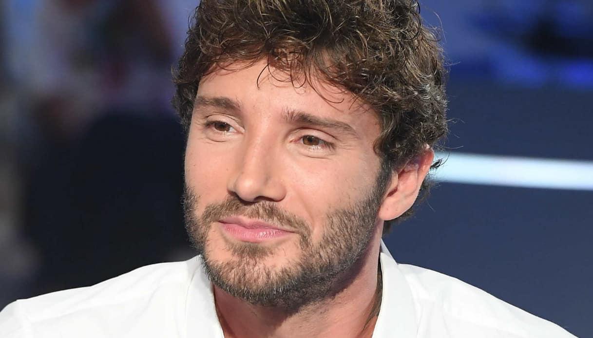 """Amici, Stefano De Martino flirta e Maria De Filippi gli dice """"No, qua hai già dato"""""""