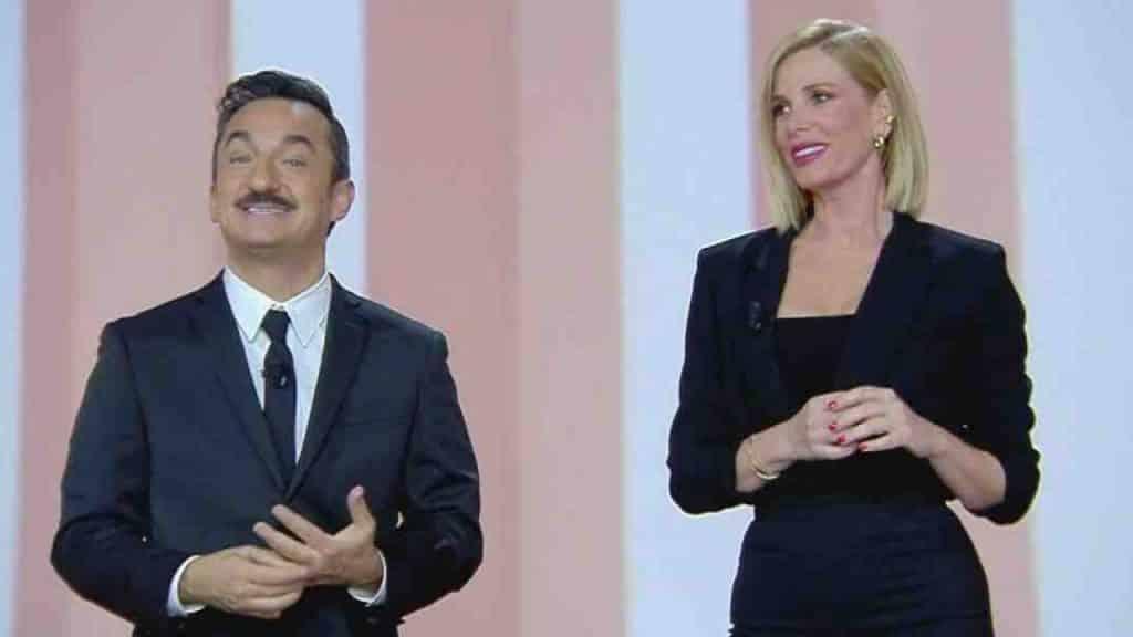 """Alessia Marcuzzi e Nicola Savino, lei fa un annuncio sui social e alla reazione di lui non si contiene e gli dice """"Sei un cretino!"""""""