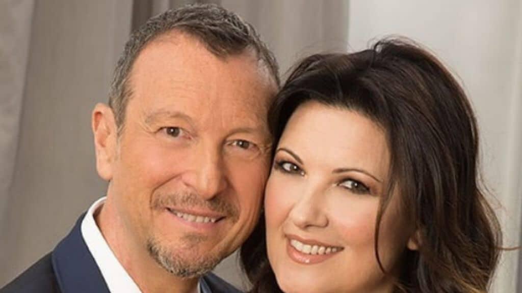 Sanremo 2021 Amadeus, lite in diretta con la moglie Giovanna Civitillo, lei perde la pazienza e gli dice …