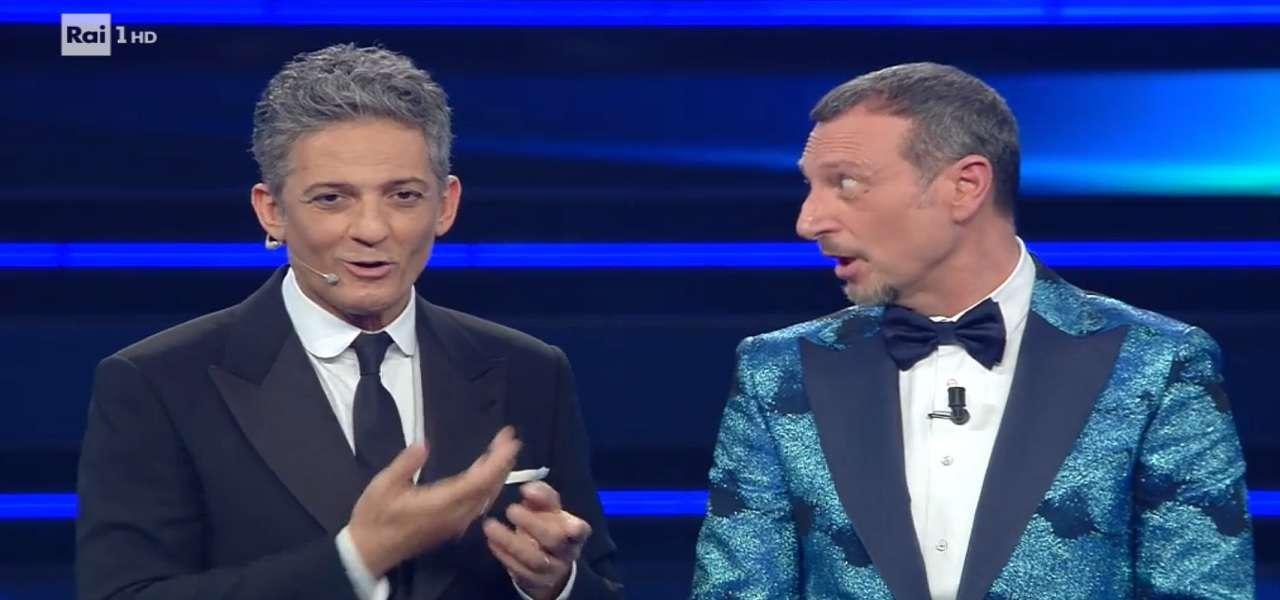 Sanremo 2021,  Fiorello sputa sul palco e Amadeus lo guarda senza parole, gelo all'Ariston