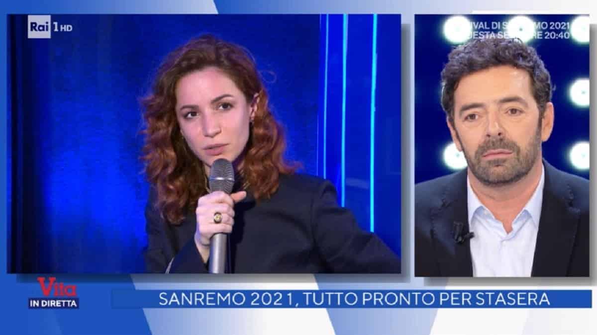 """Vita in diretta, Andrea Delogu senza freni con Alberto Matano: """" la tua foto nel camerino perché …"""", Matano in grandissimo imbarazzo, cambia subito argomento"""