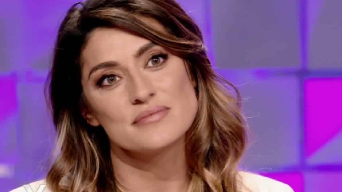 Elisa Isoardi, dopo L'Isola dei famosi via dall'Italia, il post è da brividi
