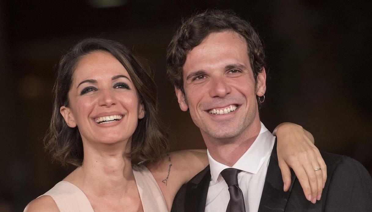"""Andrea Delogu, il marito Francesco Montanari posta una foto sul web e scrive """"Io …, il web si infiamma"""