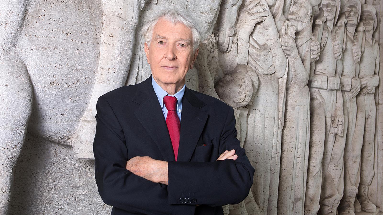 """Corrado Augias nella bufera, durissimo attacco """"inadeguato e offensivo …"""""""