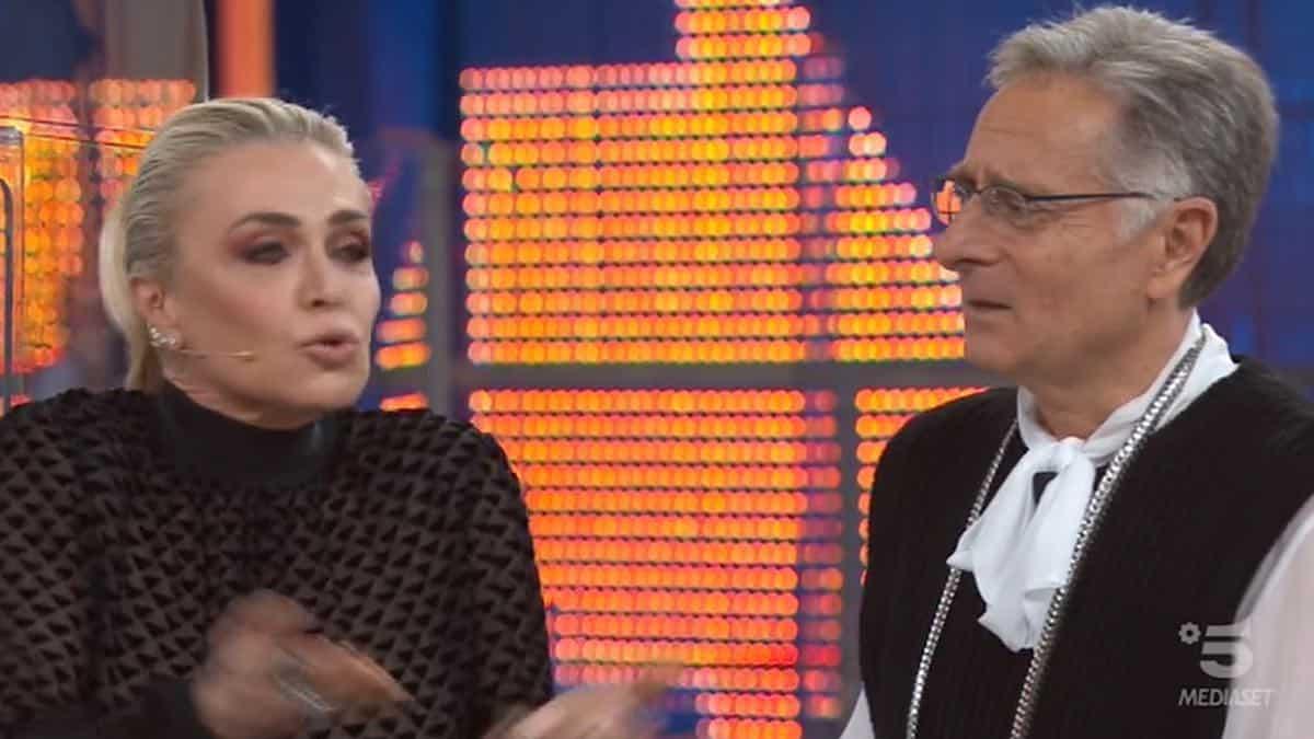 """Avanti un Altro, Paola Barale una furia contro Paolo Bonolis e lui """"Non tornare più …"""""""