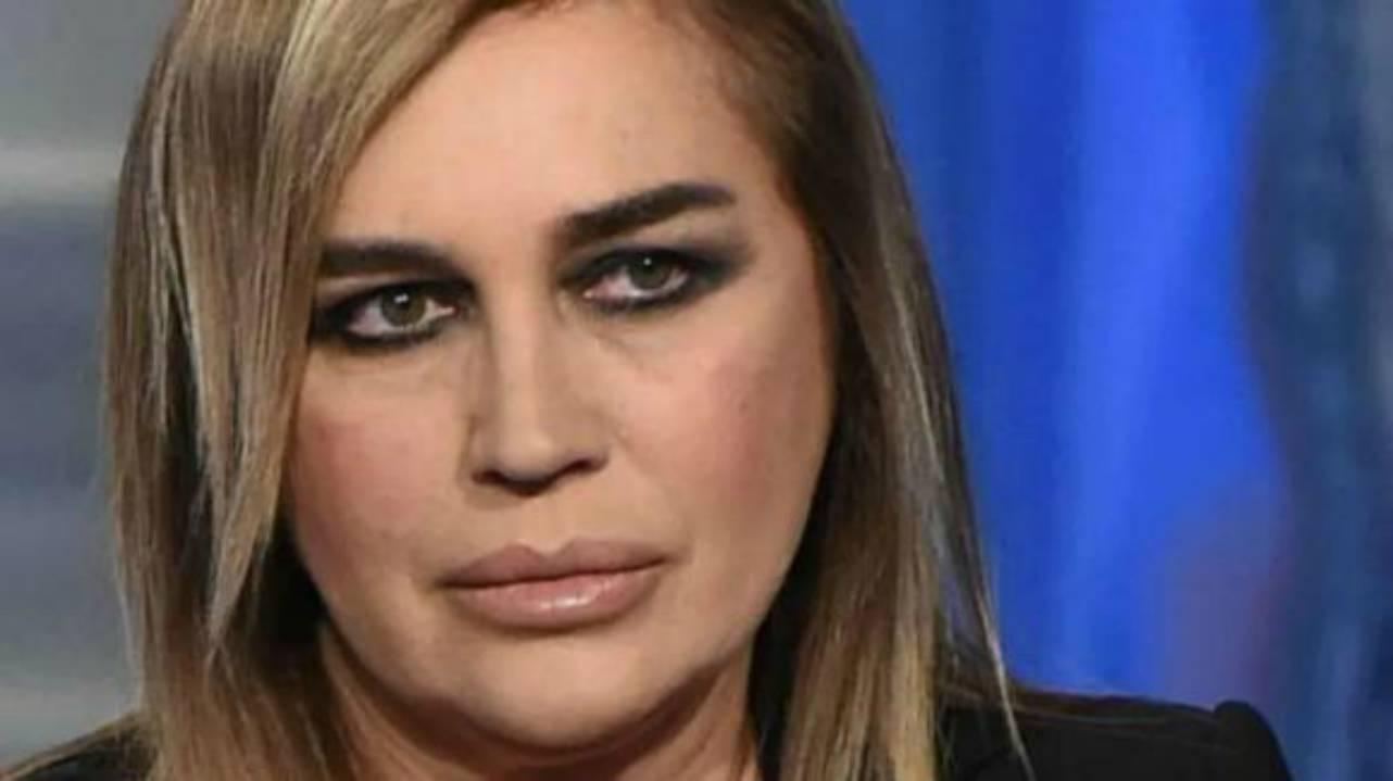 """Pomeriggio 5, Lory Del Santo una furia contro Elettra Lamborghini """"Non può …"""""""