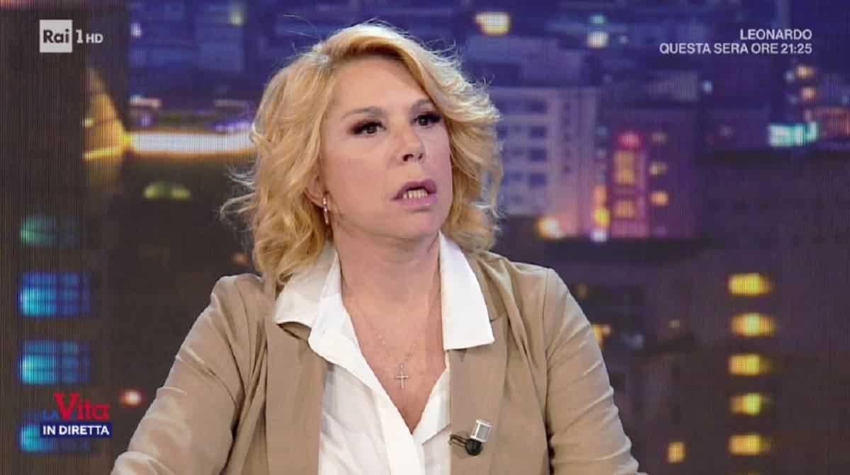 """Vita in diretta, Anna Pettinelli, parole pesanti su Milva """"Non era simpatica"""", Matano resta di ghiaccio"""