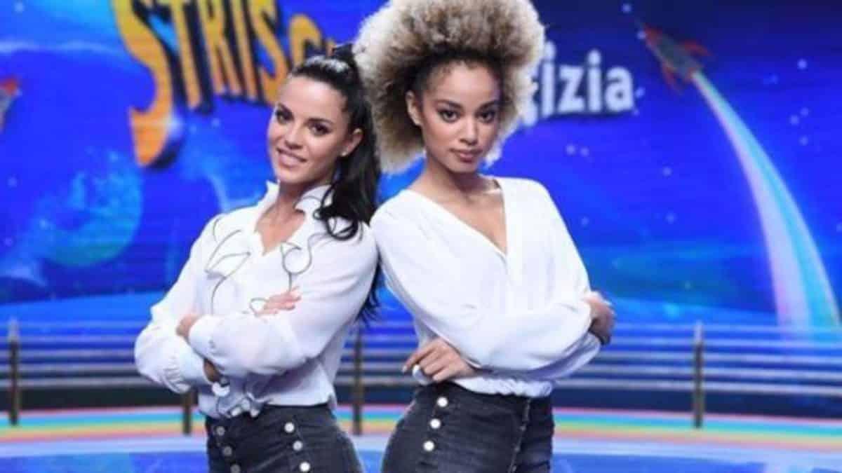 """Striscia la notizia, lite furiosa tra le veline Mikaela e Shaila durante le prove, una: """"Sbagli a fare le coreografie"""", l'altra """"ma che vuoi?"""""""