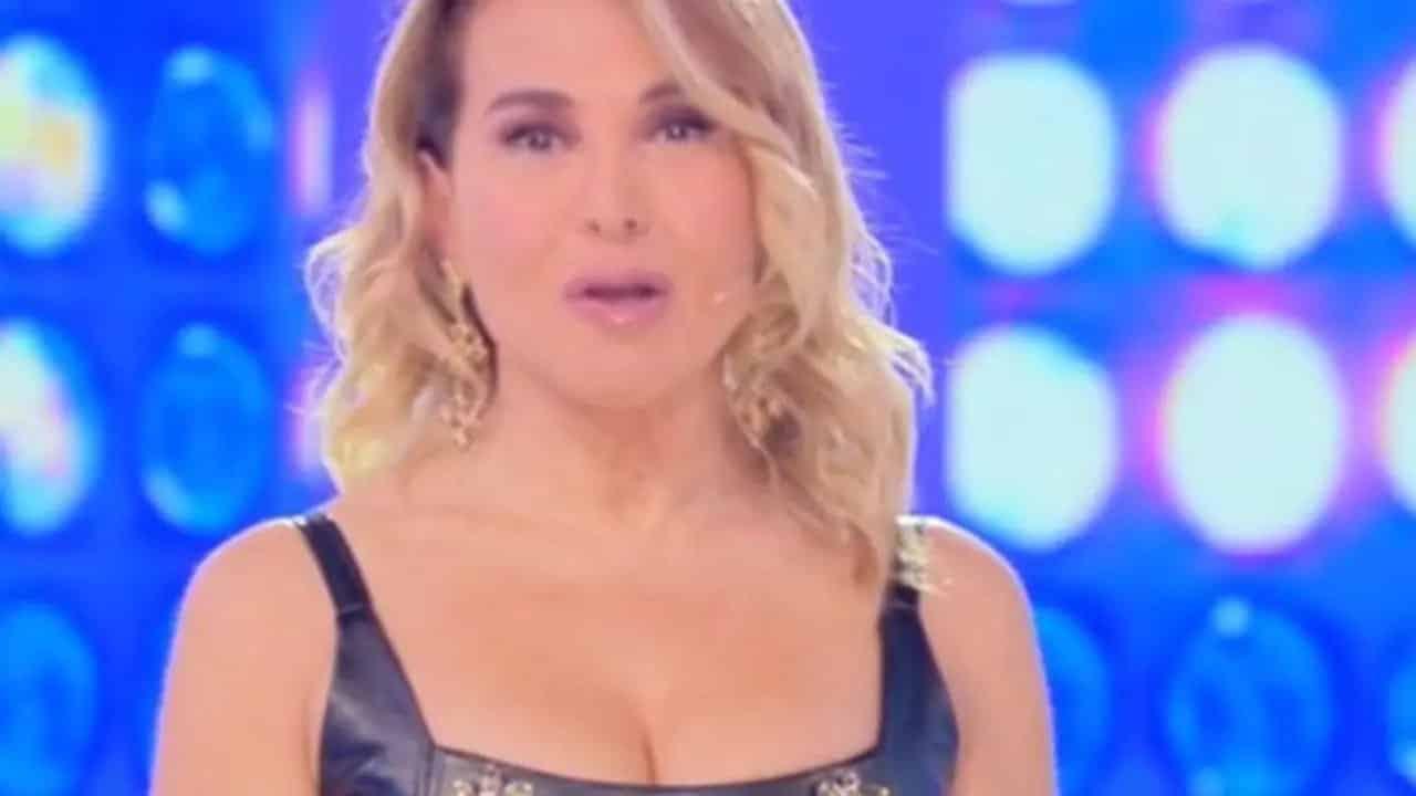 """Barbara D'Urso in forte imbarazzo, Michele Cucuzza le chiede """"Vuoi …"""""""
