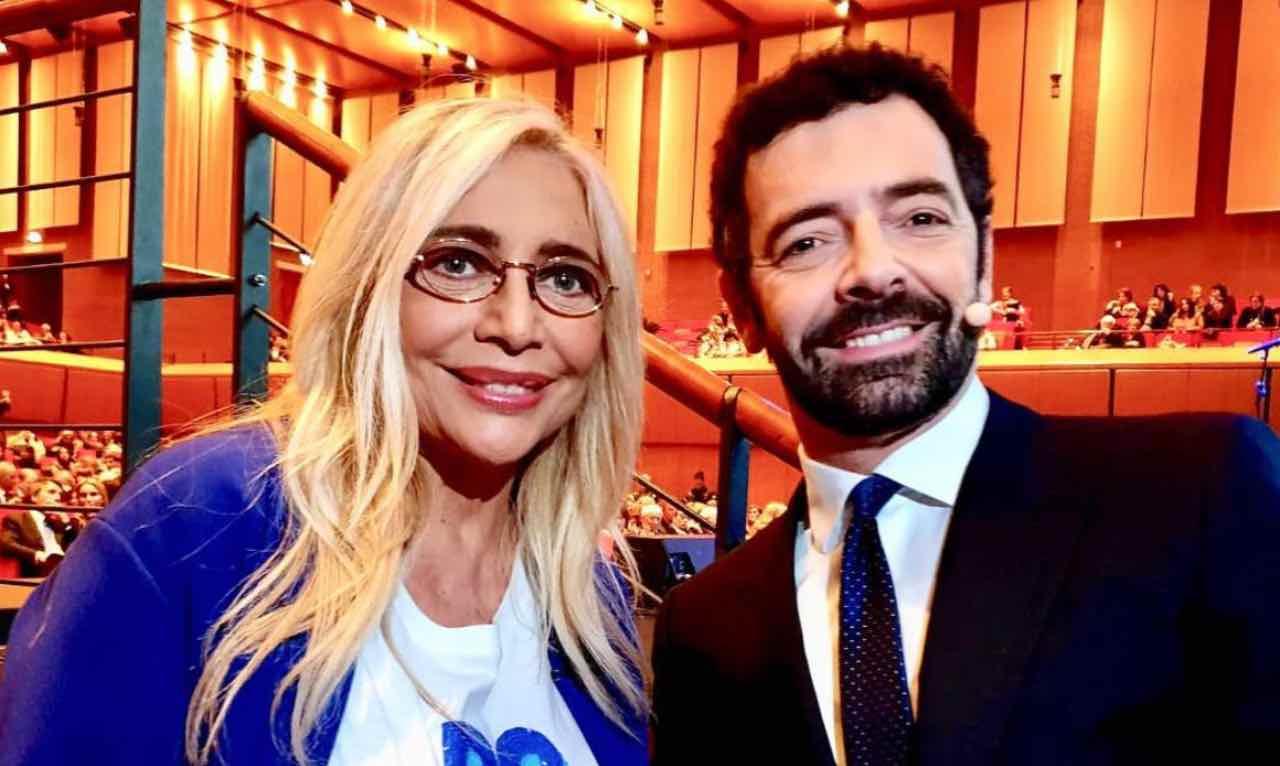 """La vita in diretta, Mara Venier ospite e Alberto Matano le dice """"Devo dire che qua …"""""""