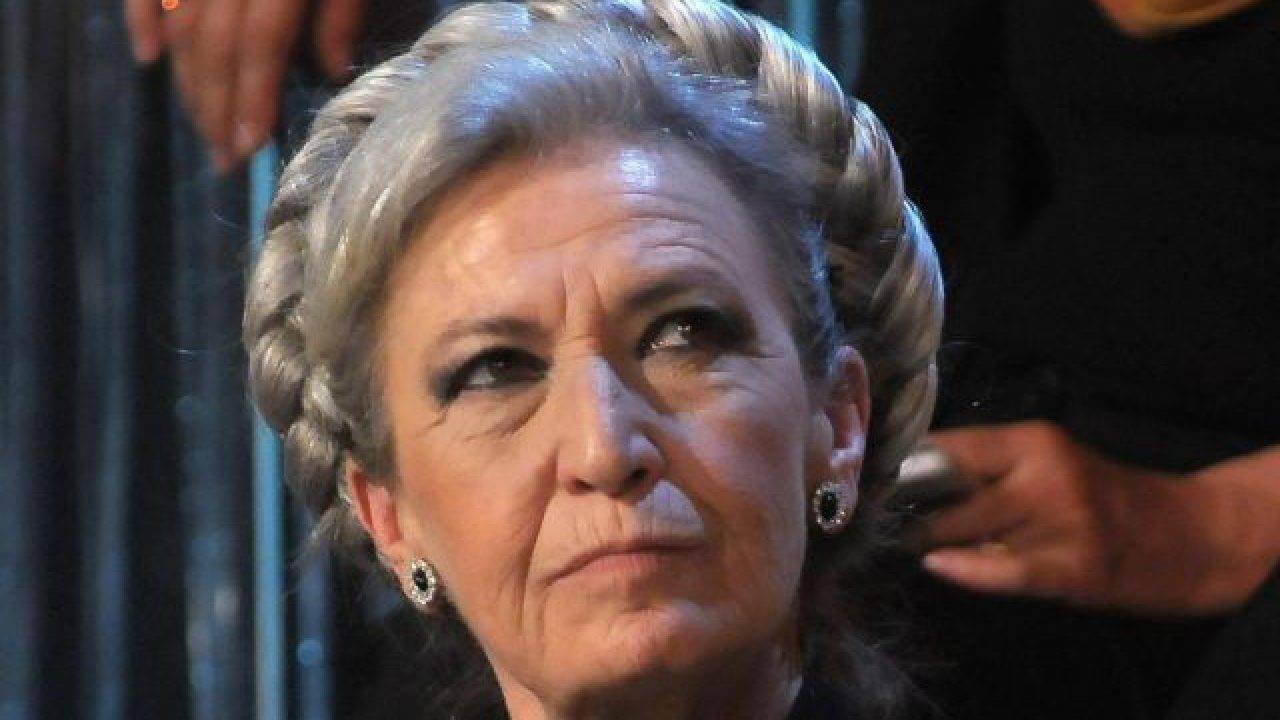 I Soliti Ignoti, Amadeus si accorge che Barbara Alberti per indovinare legge …, momenti di grande imbarazzo in studio
